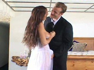Pievilcīgas līgava getting fucked līdz two