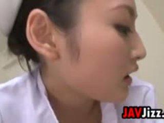 เซ็กซี่ ญี่ปุ่น พยาบาล dominates a ผู้ป่วย