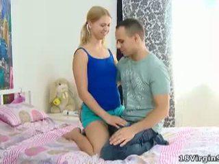 18 virgin सेक्स: स्लिम virgin गर्ल having सेंषुअल सेक्स साथ boyfriend
