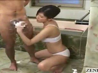 Japanilainen äiti gets kasvohoito