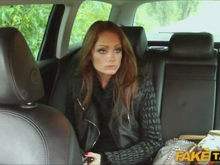 Sex with hot amateur reporter in a taxi