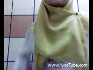 Muslim jovem grávida masturbação feminina cona em duche quarto