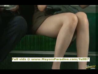 Rio innocent kinietiškas mergaitė yra pakliuvom apie the autobusas