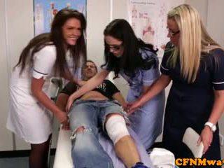 Nurses adele ja emma tugging riist raske