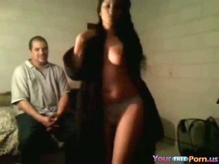 Bêbeda gaja gets nu em frente de husbands amigo