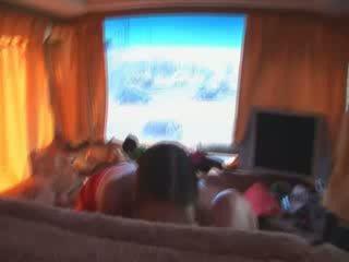 Drie mooi babes in porno bus