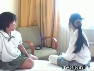 Barely juridique thaï cuties avoir frisky