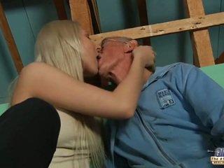 Malu tua guy seduced oleh rambut pirang remaja