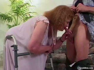 Babka loses ju zuby zatiaľ čo satie