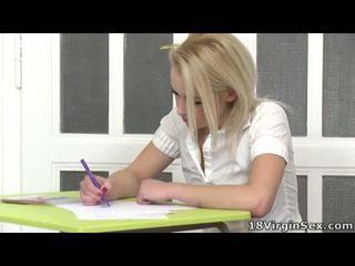 18 years oud blondine heet drills