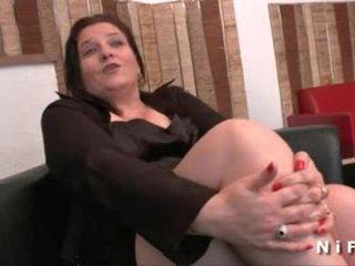 大きな美しい女性 フランス語 成熟した gets 彼女の 尻 hammered