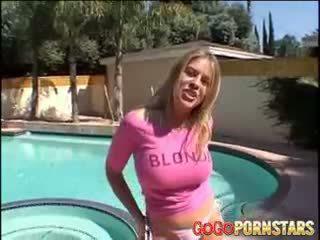 Vollbusig blondie pornostar daphne rosen teasing uns mit sie groß