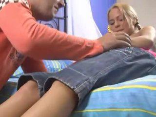 Virgin flicka masturbates