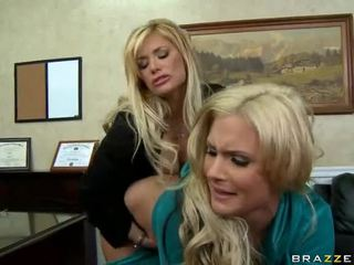 Shyla stylez et phoenix marie are two chaud blondes