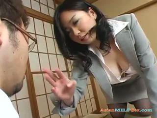 Pechugona asiática mqmf gets su grande tetitas y coño licked