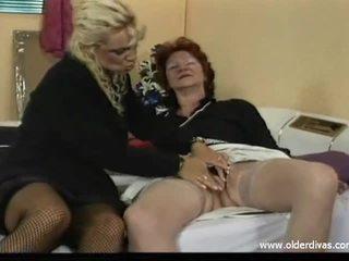 Oud lesbiennes in bedrijf suits krijgen het op