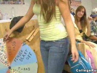 Students spelen wheel van plezier