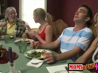 Familie dinner familie seks met kristal summers