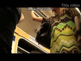 Caliente subway upskirts en crowd