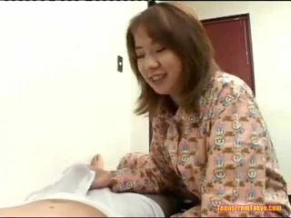 Asiatique secousse de grand bite