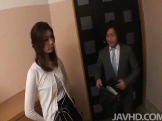 Kısa saç businessman seduces seksi dönüşüm