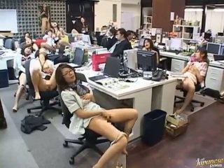 เพศไม่ยอมใครง่ายๆ, ญี่ปุ่น, สาวเอเชีย