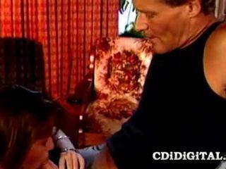 Charli tonårs baben körd av gammal kuk pappa