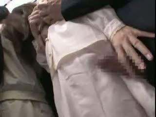 Innocent teengirl מגוששת על ידי stranger ב the subway