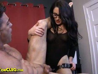 Lul en neuken slaaf voor cleo vrouwelijke dominantie pegging anaal