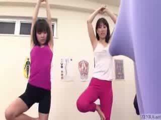 ญี่ปุ่น trainer gets erection ที่ the ยิม