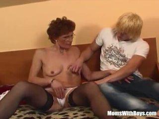 Ruiva avó em laced meias longas fucks jovem pila <span class=duration>- 20 min</span>