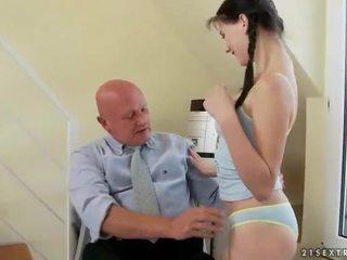 Jauks pusaudze fucks ļoti vecs vectēvs