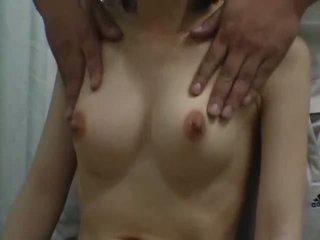 Teen climax mit ein breast massage