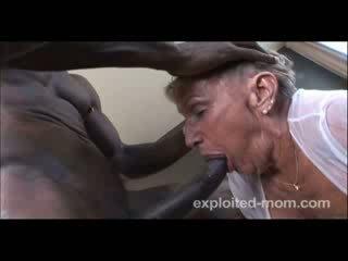 76 år gammal grannyen gets körd
