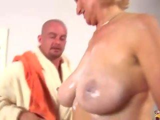 Rondborstig mam fisted door haar speelbal jongen, gratis hd porno 00