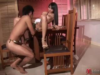 Asiatisch flittchen mit groß titten sucks und fucks