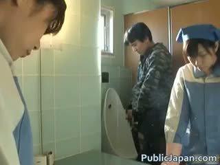 Aziāti tualete attendant cleans nepareizi part6