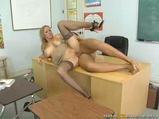 Breasty abby rode acquires тя малък путка nailed трудно и takes impure cumblast