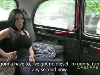 Enormt tuttarna dancer körd i taxi