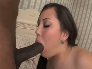 Tina lee sucks ένα μαύρος/η καβλί προτού γαμήσι αυτό