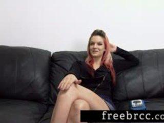 Slaidas amatieri chows dzimumloceklis par slepenā istaba kastings dīvāns