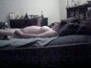 Mijn zwanger mam betrapt masturberen door verborgen camera