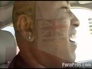امرأة سمراء, الجنس عن طريق الفم, قوقازي