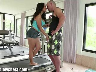 Hot mom Jessica Bangkok is blowing her...