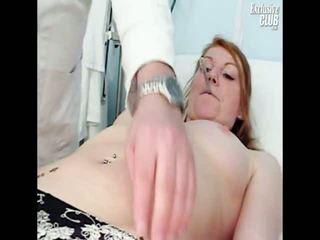 Helga gyno poesje speculum examination onto gynaecologe stoel bij kinky clinic