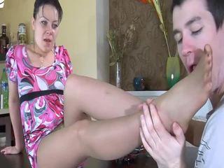 Bevállalós anyuka gets képzett által egy fiatal kemény fasz
