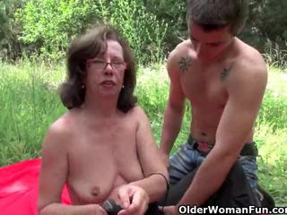 Oma gets haar lul invaded outdoors