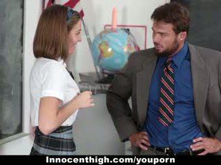 Innocenthigh - išdykęs naujas studentas gets banged