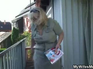 Hustru catches hans fusk utomhus