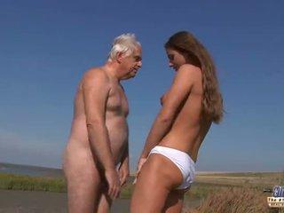 Young hot goddess nunggang old man in a banteng fuck on the pantai